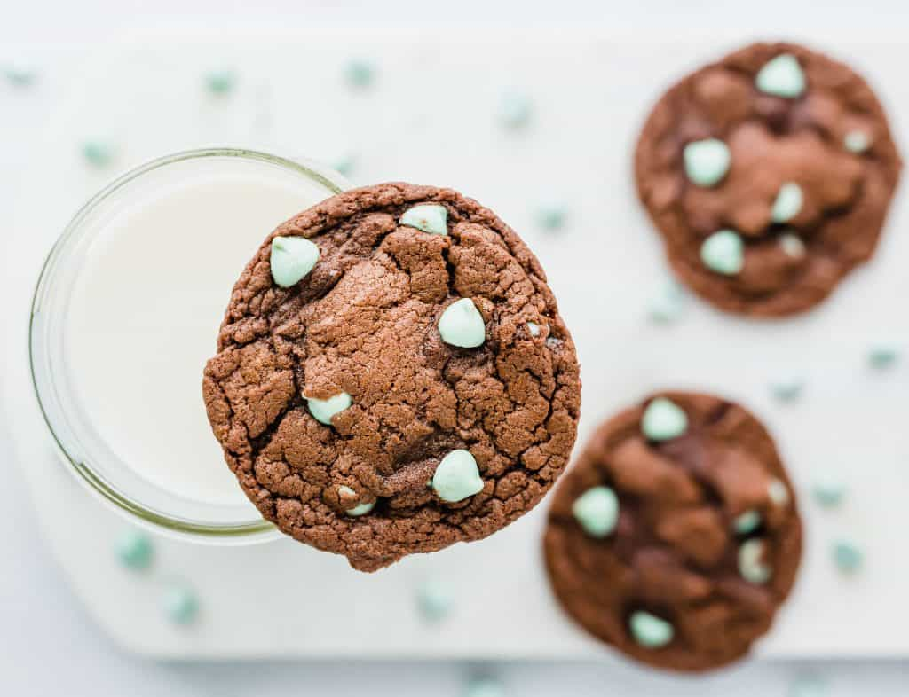 Mint Chip Cake Box Cookies are so easy to make! Kids and adults will love them!