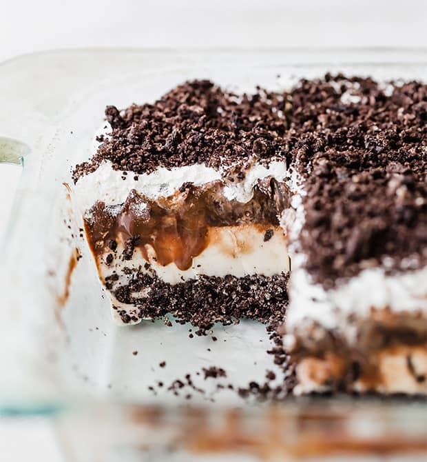 A photo showcasing the layers of an Oreo ice cream cake.