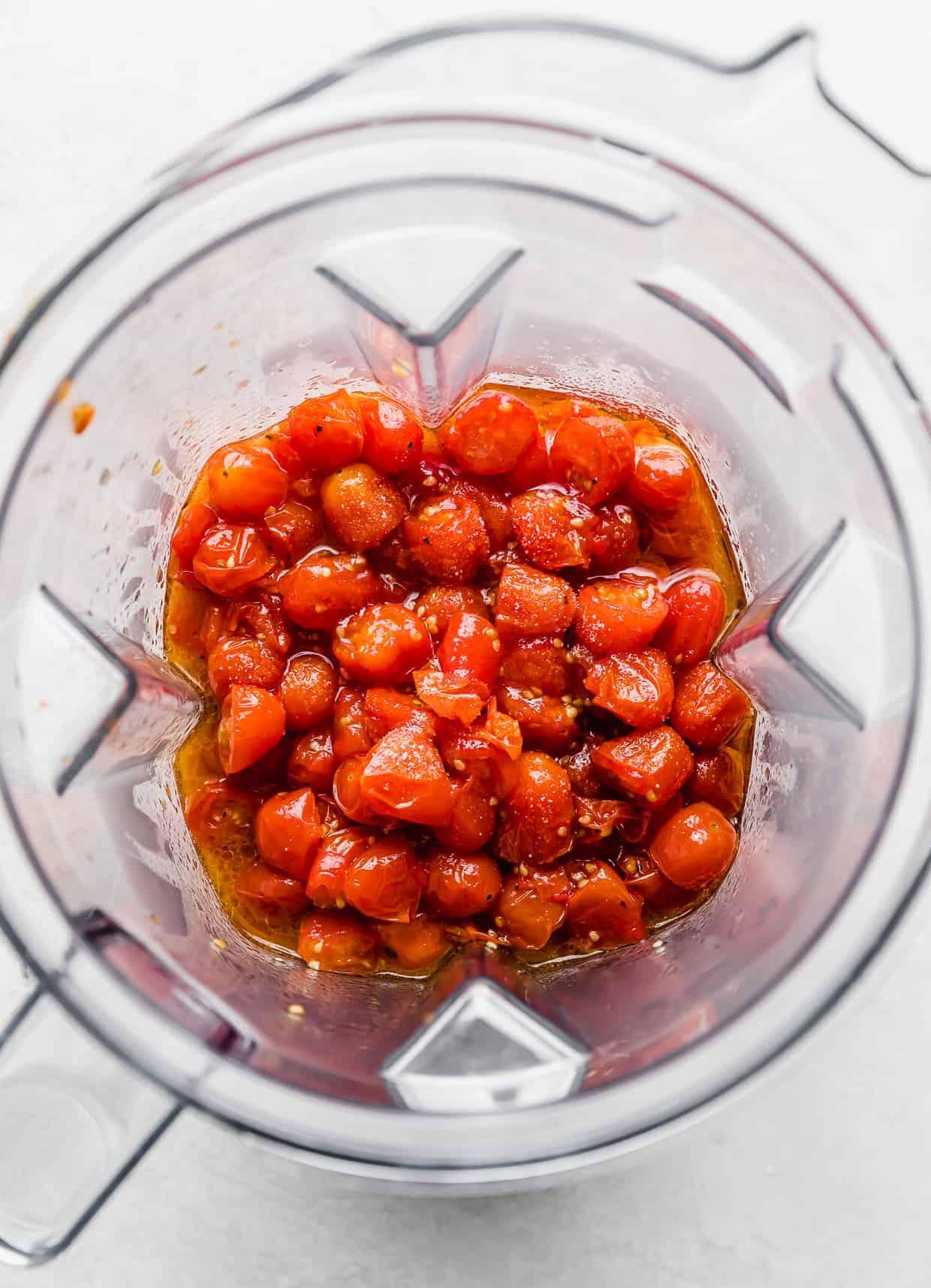 Roasted tomatoes in blender.